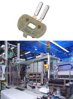 Fertigung von Kontaktträgern mit Kunststoff-Umspritzen